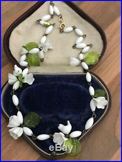 Beautiful 19 Vintage Art Deco White Green Glass Lilly & Birds Beaded Necklace