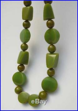 FABULOUSLY CHUNKY 1930s ART DECO GREEN BAKELITE GEOMETRIC BEAD NECKLACE